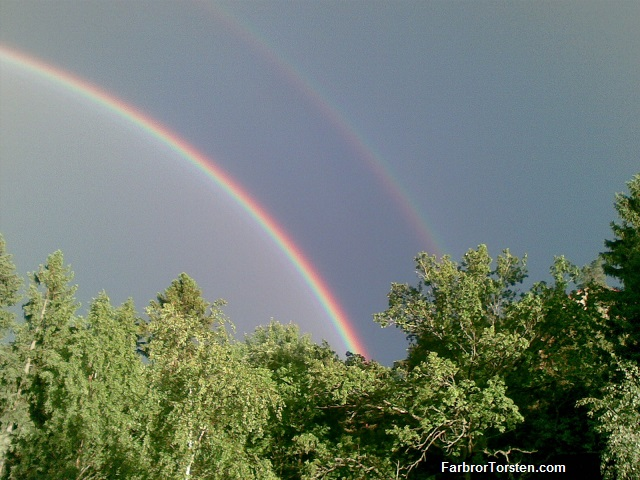 En dubbel regnbåge. 2013. Hökarängen.